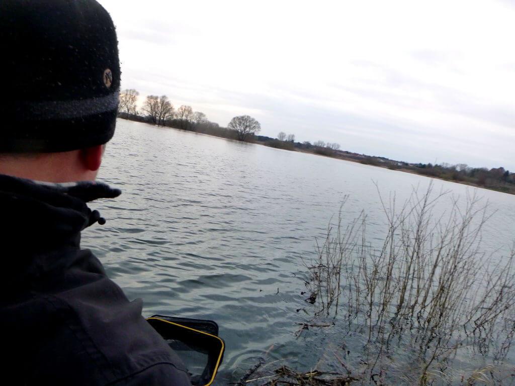 Friedfischangler beim Ansitz am See