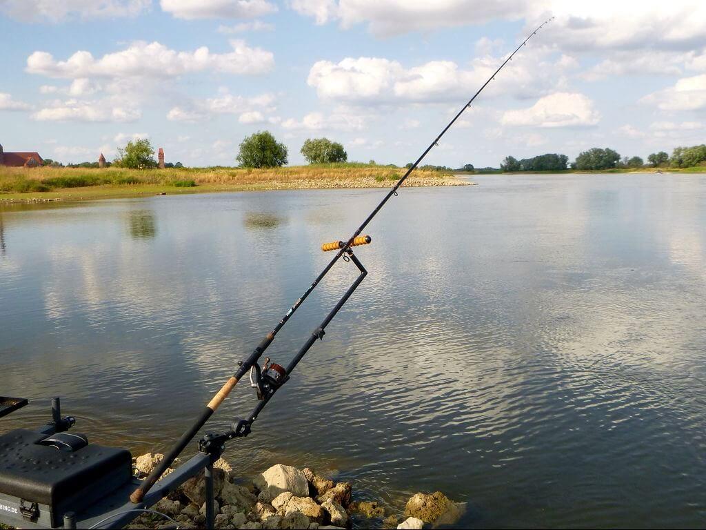 Rute und Rolle zum Method Feedern im Fluss