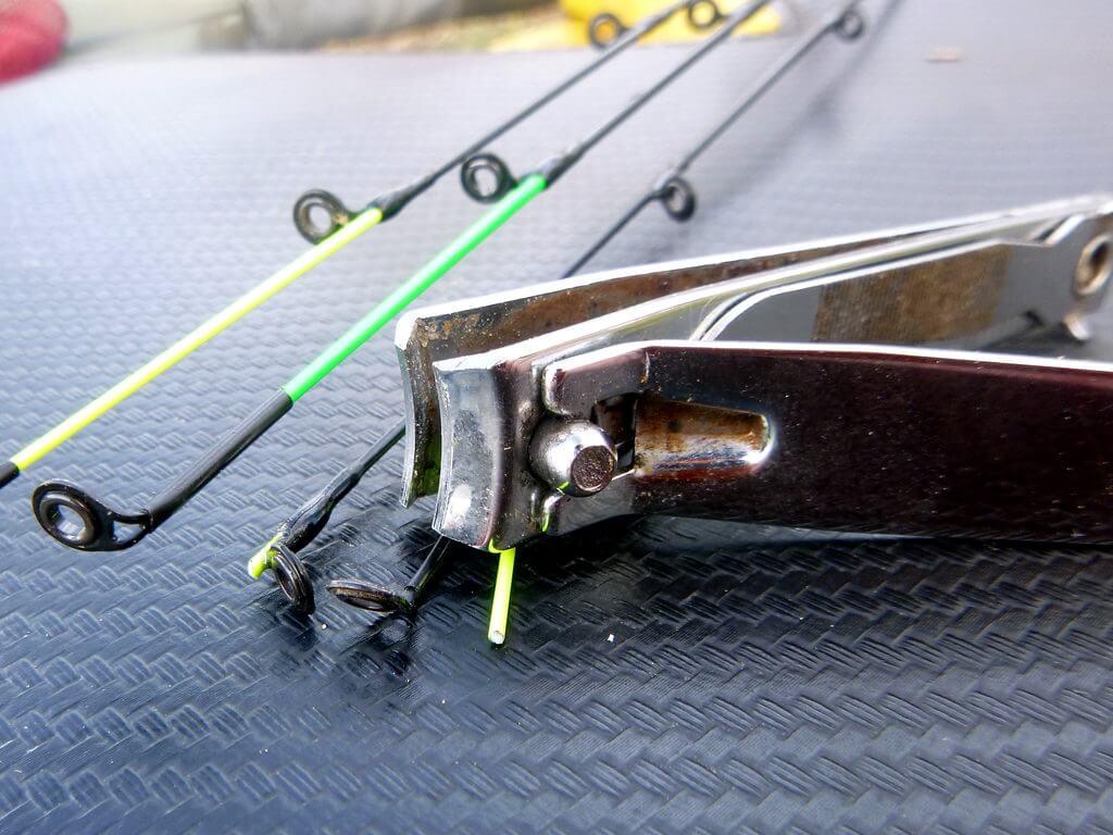 Feederspitze nach einem Bruch abknipsen beim Friedfischangeln als Tipp