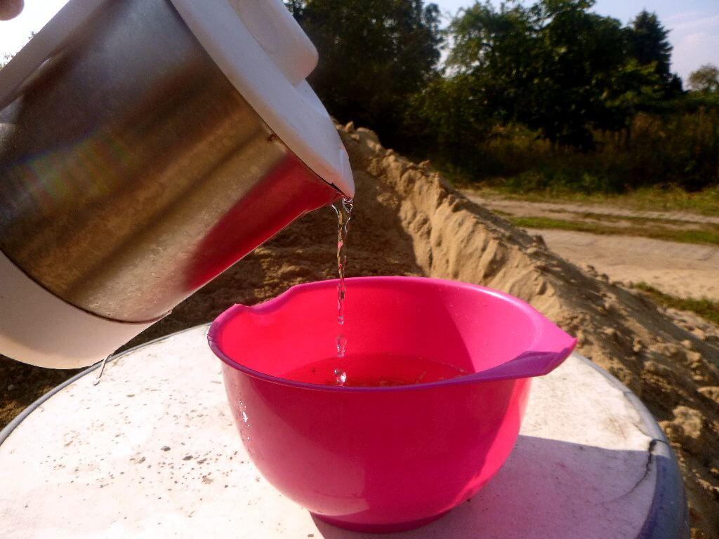 Maden werden mit kochendem Wasser überbrüht und getötet