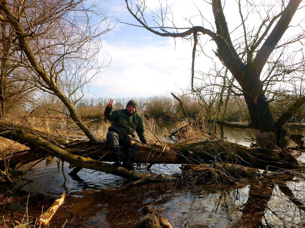 Angler an einem Schleiengewässer